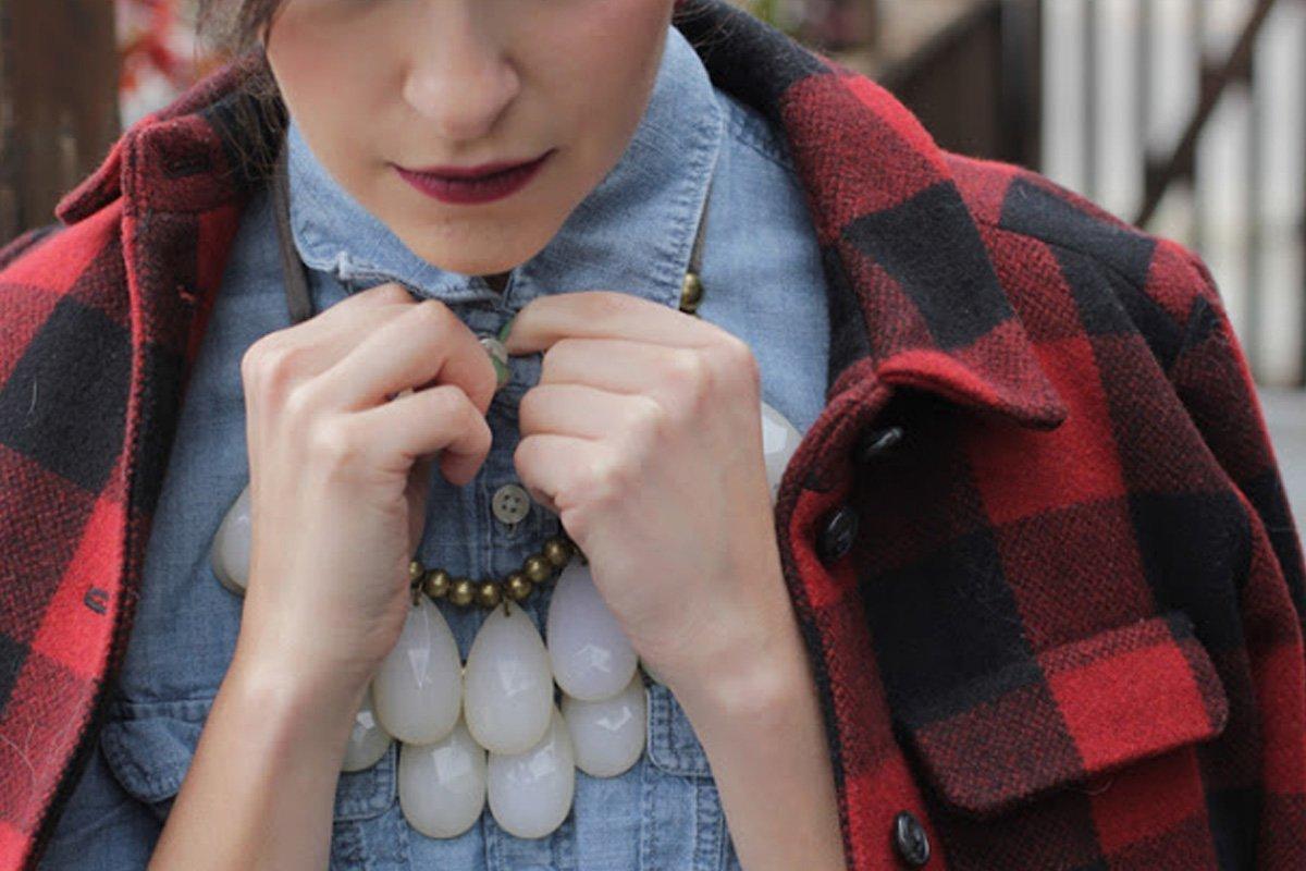 Come portare le collane di pietre