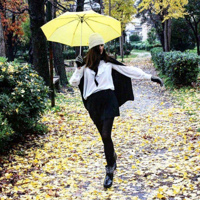 Quando decidi di fotografare un look da pioggia per coerenzahellip