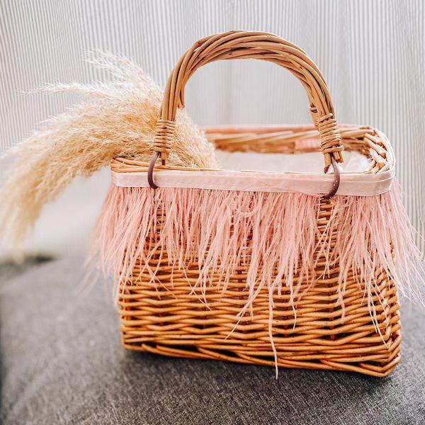 mini cestino picnic con piume rosa