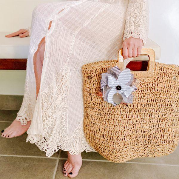 shopping bag rafia caramello indossato